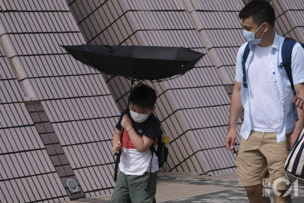 在熱帶風暴「鸚鵡」影響下,天文台於6月13日發出三號強風信號﹝資料圖片/廖雁雄攝﹞