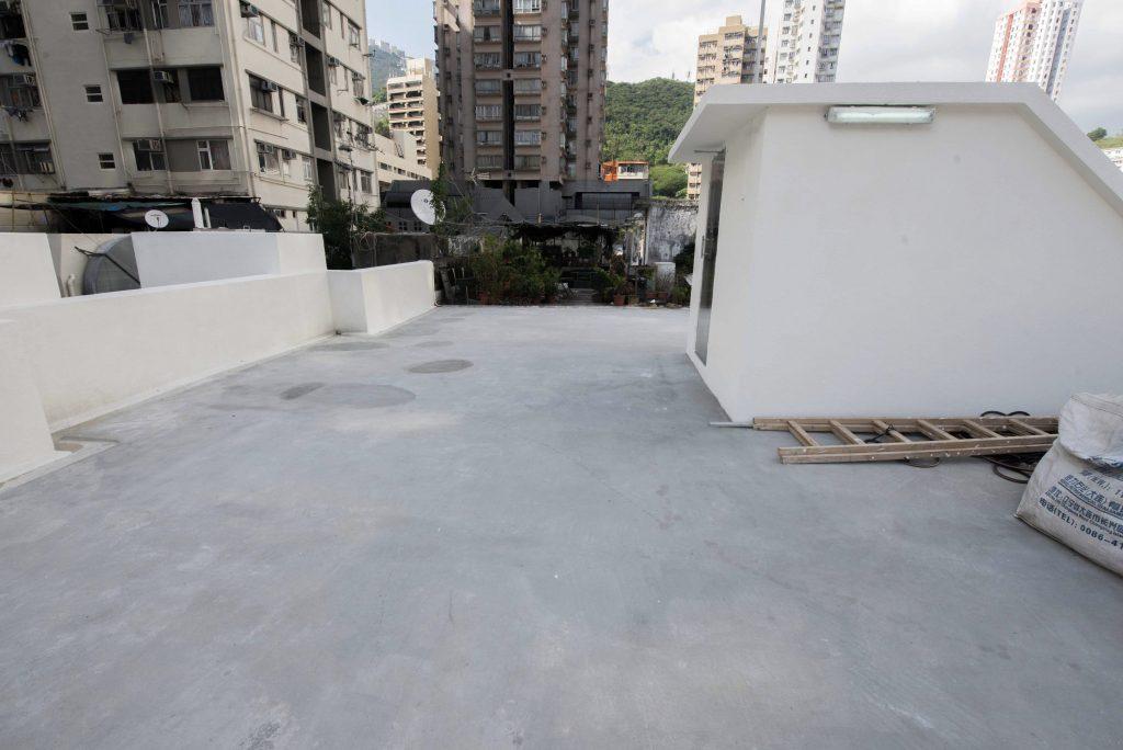 香港仔東勝道舊樓天面使用CG100TIC水泥系隔熱保溫塗料後,有效隔熱保溫