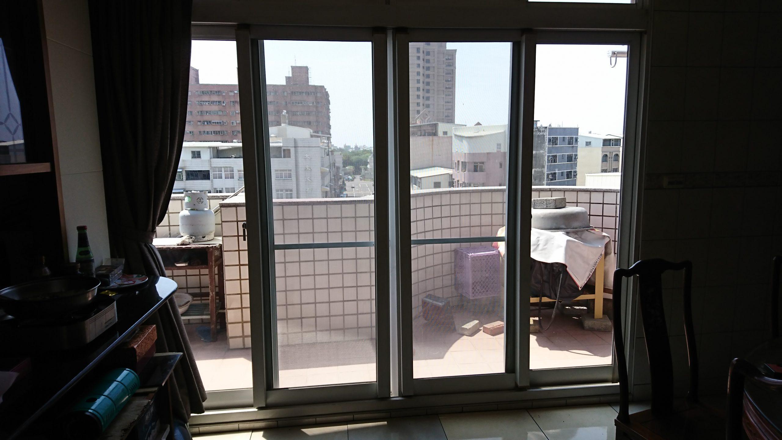 高雄左營住宅使用IMT70高透光節能膜施工前,室溫較高