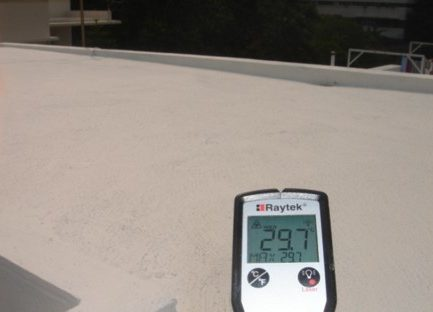 香港碧荔道雅廬天面使用CG100TIC水泥系隔熱保溫塗料施工後溫度比較,有效降低表面溫度